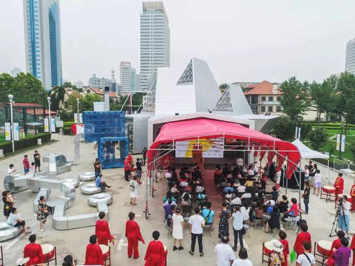 开幕当天,在众行顶下举办了关于建筑、文化活动和城市品牌、创业与社会创新的数场讲座与讨论